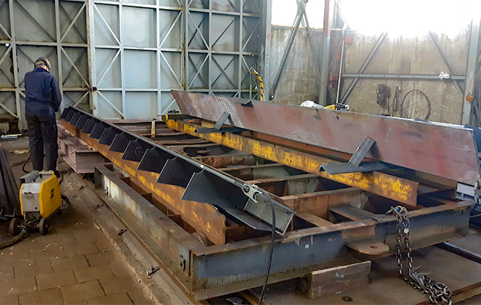 Cutting and remarking steel for coaming ship